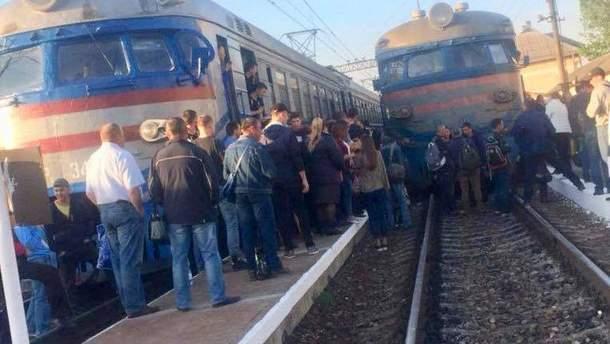 ВоЛьвове разъяренные пассажиры электрички поставили «науши» весь город