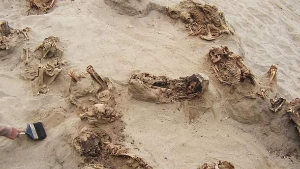 Останки 140 детей нашли в месте массового захоронения в Перу