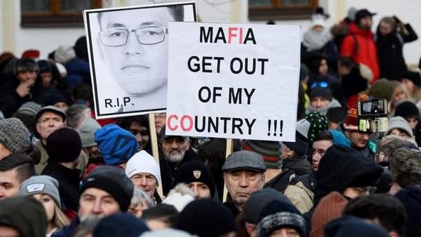 Тысячи словаков вышли на улицы: требуют проведения досрочных выборов