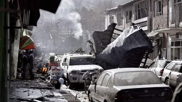 Біля військової бази в Афганістані терорист-смертник підірвав автомобіль: є жертви