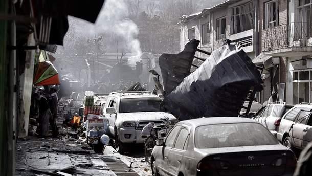 Возле военной базы в Афганистане подорвался смертник: есть жертвы
