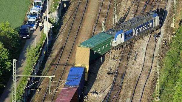 Потяг зійшов з рейок