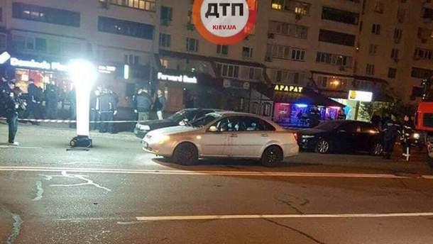 В Киеве взорвался автомобиль 27 апреля: фото с места происшествия