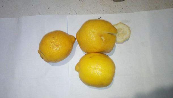 Жінка використала лимони для передачі наркотиків своєму знайому у в'язницю