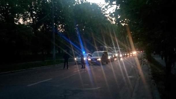 Во Львове электроопора упала на дорогу