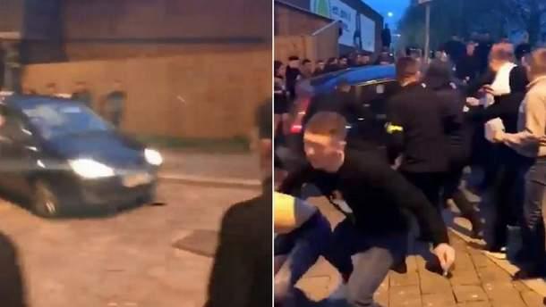 УБританії автомобіль тричі в'їхав унатовп і загорівся: опубліковано відео