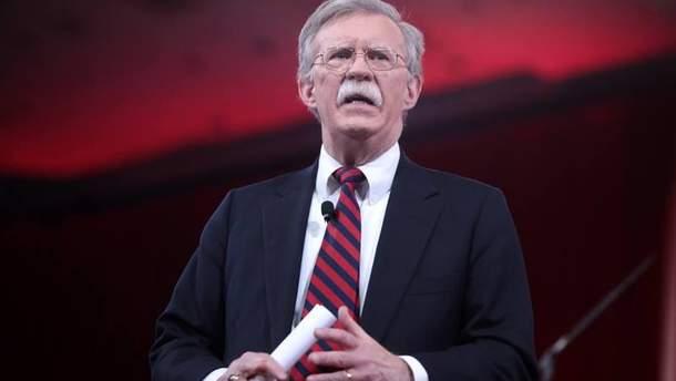 """Болтон заявил, что США рассматривают """"ливийскую модель"""" для денуклеаризации КНДР"""