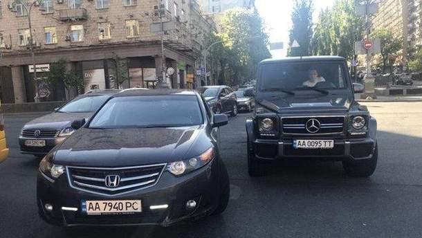 Автомобіль Мустафи Найєма підрізали в центрі Києва, виникла бійка