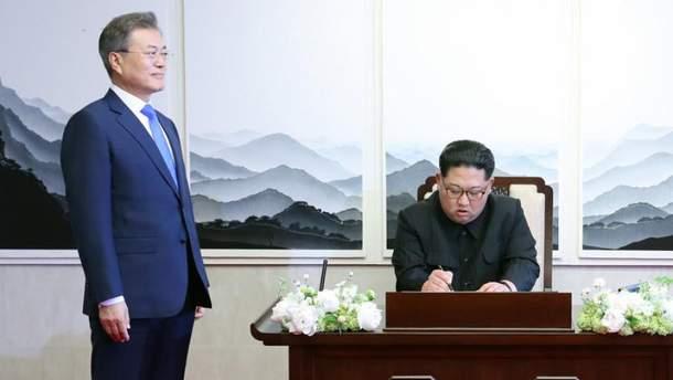 Мун Чжэ Ин на встрече с Ким Чен Ыном