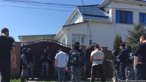 Окупанти проводять тотальні обшуки у кримських татар