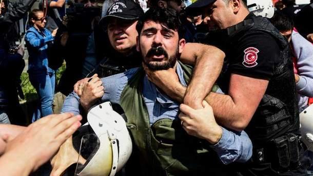 Полиция задержала около сотни протестантов в Стамбуле