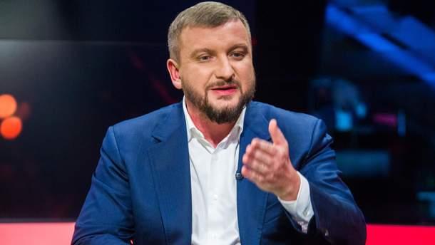 Міністр Петренко показав ціну турецького готелю, де він відпочивав зродиною