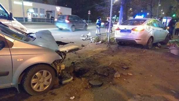 Машина врезалась в фонарь в Москве: водитель погиб (иллюстративное фото)