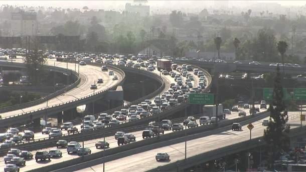 Калифорния и еще 16 штатов подали в суд на Трампа из-за автомобильных выбросов