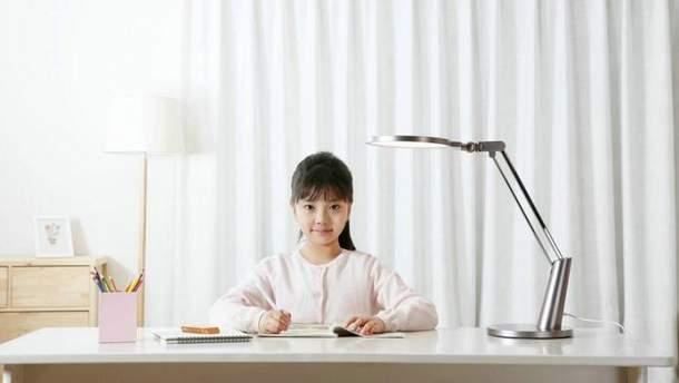 Xiaomi презентує настільну лампу, яка захистить очі від синього світла