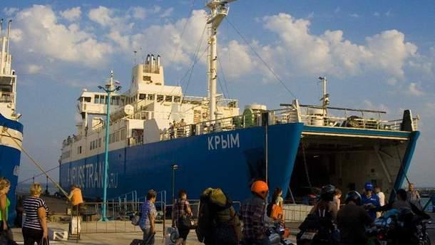 У квітні зафіксовано понад два десятків російських суден, які незаконно перебували у Криму