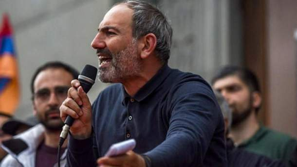 Лідер опозиції Пашинян закликав зупинити протести у Вірменії
