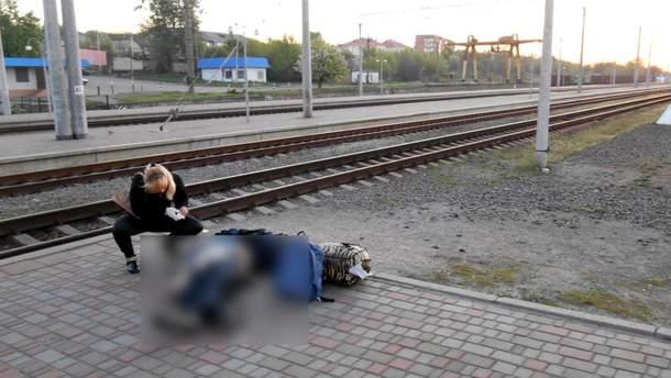 На Харьковщине мужчина во время распития алкоголя подрался с товарищем и оставил того умирать на вокзале