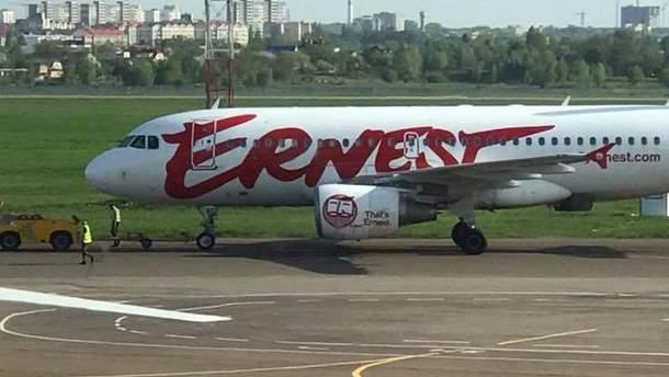 Самолет Ernest Airlines попал в аварию в Киеве