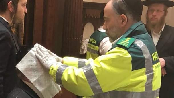 Пострадавшим в результате взрыва оказывают помощь