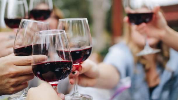 Який популярний напій викликає старіння шкіри