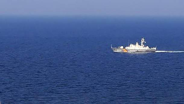 Российские пограничники проверяют корабли, которые следуют в Мариуполь