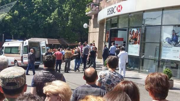 В Ереване стрельба в отделении банка