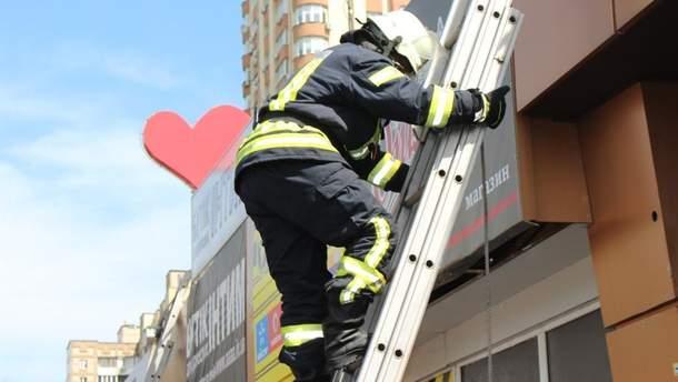 В Киеве горел магазин на проспекте Победы