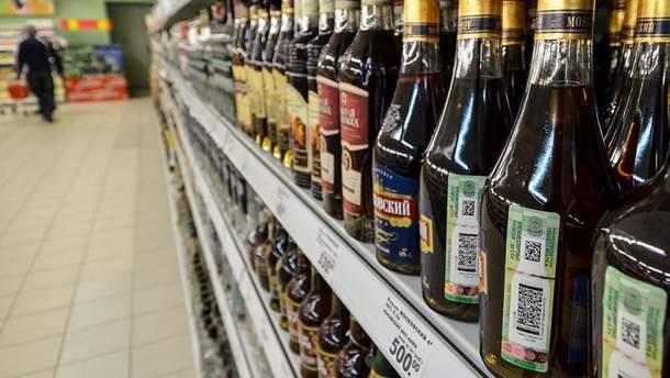"""На полицях магазинів окупованого Донбасу з'явився """"питний етиловий спирт"""" (ілюстративне фото)"""