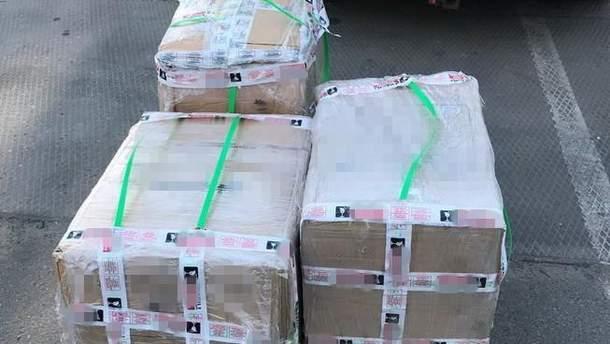 На Київщині у коробках із роликами виявили 5 кілограмів кокаїну