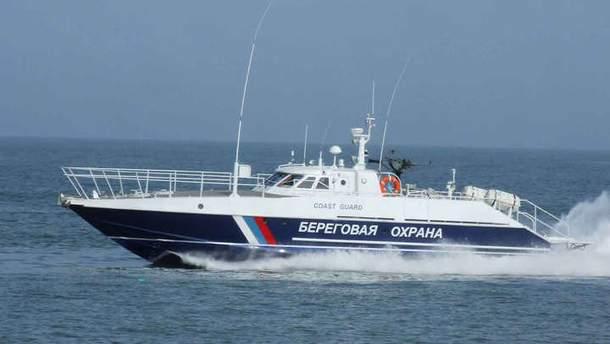 У Державній прикордонній службі України звинуватили капітана українського риболовецького судна, в тому, що корабель затримала ФСБ Росії.