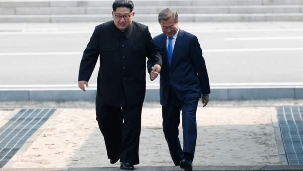 Ким Чен Ын носит странную обувь и имеет лишний вес