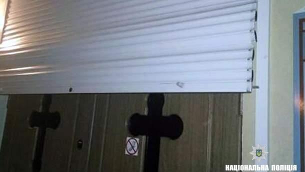 В Франковске пьяный юноша разбил статую Божьей Матери и потрощил церковное имущество