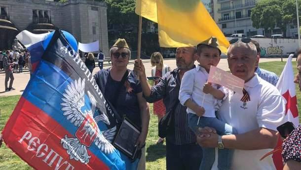 Російська делегація на Євробаченні пройшлася Лісабоном з прапорами бойовиків
