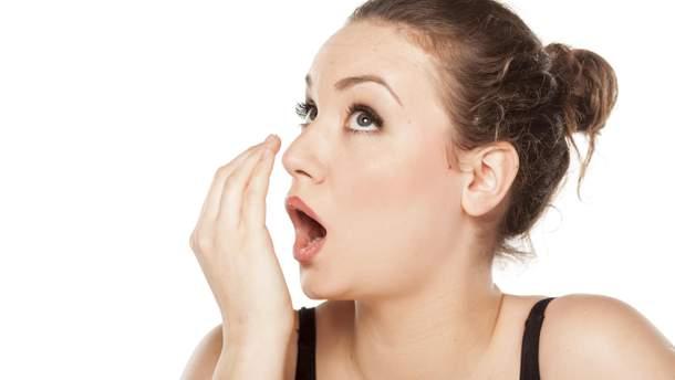 Як позбутися від неприємного запаху з рота