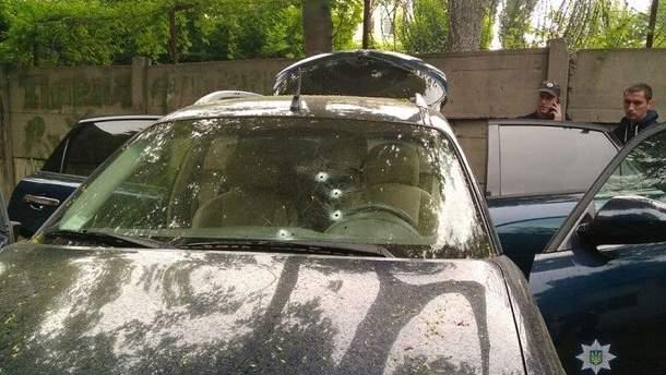В Киеве обстреляли автомобиль бизнесмена
