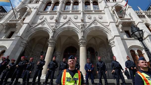 Венгры выступили против венгерского премьера Виктора Орбана