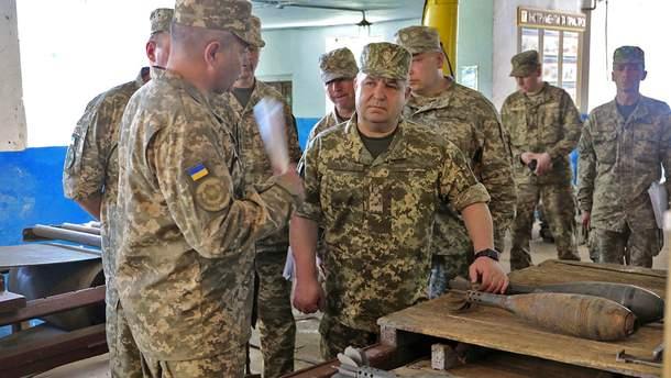 Украина в нынешнем году планирует построить 15 хранилищ боеприпасов