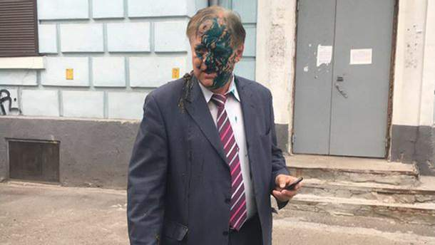 У Києві Костянтина Воробйова облили зеленкою і фекаліями