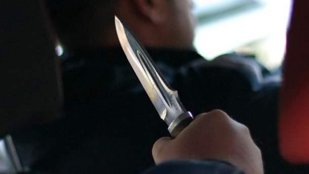 На Сумщине парень набросился на таксиста с ножом и угнал автомобиль