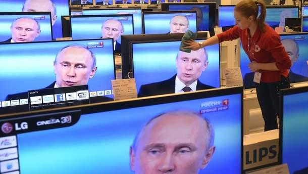 СБУ видворила двох спецкорів  російських пропагандистських телеканалів