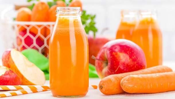 Рецепт морквяно-яблучного смузі з бананом та імбирем