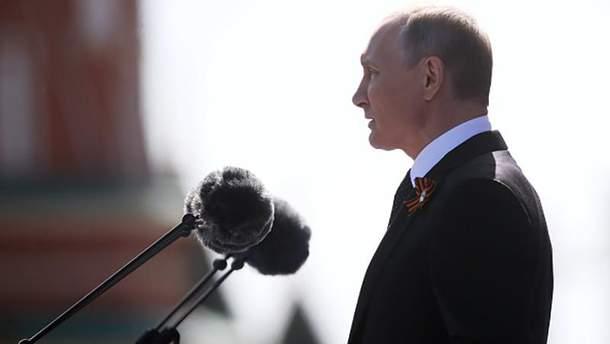 Володимир Путін під час параду перемоги у Москві