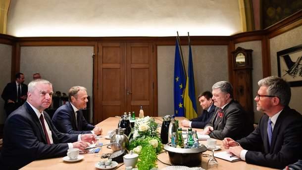 Порошенко та Туск обговорили, зокрема, можливе посилення санкцій проти Росії