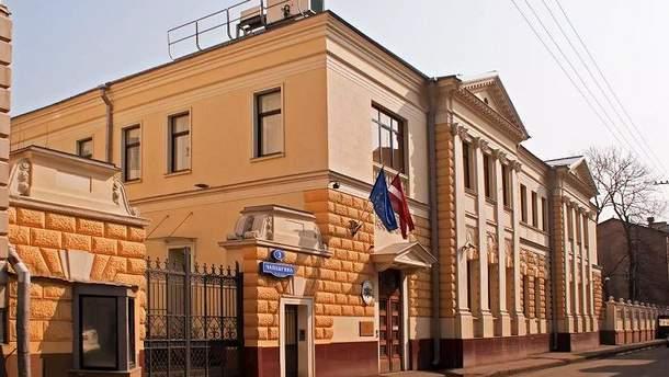 УМоскві димовими шашками закидалиа посольство Латвії (ВІДЕО)
