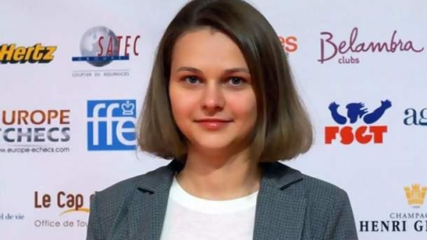 Анна Музычук теперь имеет в своей коллекции футболки