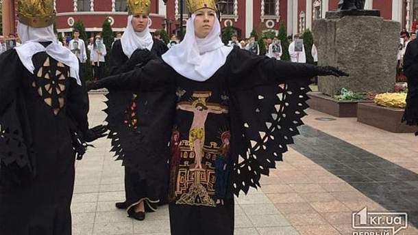 ВКривом Роге ветеранам спели песню представителя МИД Российской Федерации Марии Захаровой