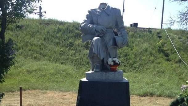 """У Ковелі """"обезголовили"""" пам'ятник невідомому солдату"""
