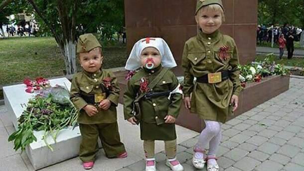 Мэр Лисичанска возмутил сети фотографией детей в военной форме СССР