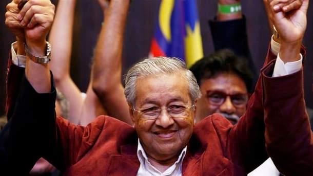 Впервый раз за60 лет навыборах вМалайзии одолела оппозиция
